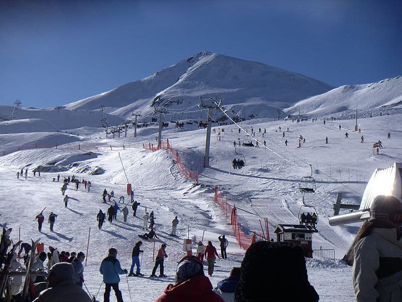 source: http://en.wikipedia.org/wiki/File:Ski_resort_Bo%C3%AD-Ta%C3%BCll.jpg